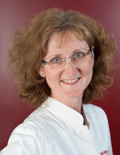 Marcella Neumann, Apothekerin